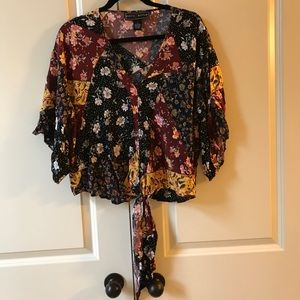 Like New Floral Bohemian Button down tied shirt